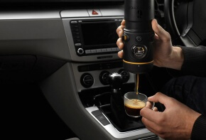 Handpresso Auto Being Used in a Car