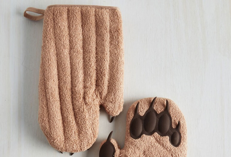Back of the Cub Paw Mitt