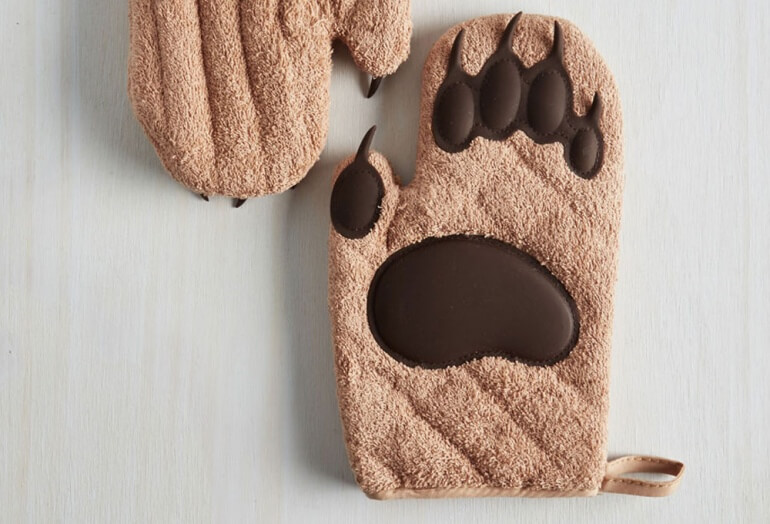 Front of Cub Mitt Detail
